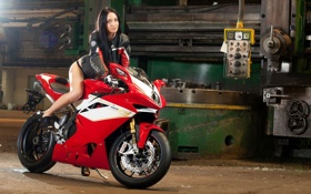 Картинка белый, брюнетка, мотоцикл, bike, красно, motorcycle, куртка.