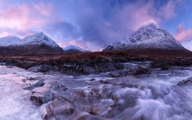 Обои снег, горы, река, камни, течение, вечер, Шотландия