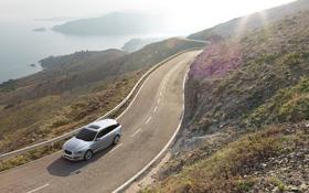 Обои спортбрэйк, универсал, серебристый, красивый вид, передок, дорога.берег, Jaguar