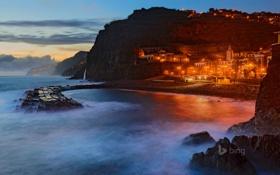 Картинка ночь, город, огни, остров, дома, пирс, Португалия