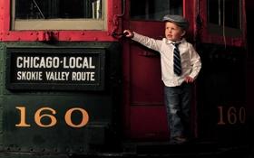 Обои мальчик, вагон, галстук, кепка, ребёнок, джентльмен