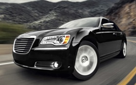 Обои дорога, фон, чёрный, Chrysler, Крайслер, седан, передок