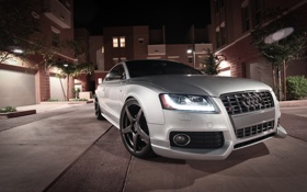 Обои silvery, Audi, серебристый, ауди, тень, здание, ночь