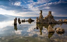 Обои камни, река, небо, облака, горы, отражение, вода