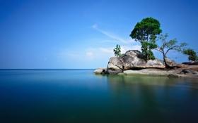 Картинка море, небо, облака, деревья, скала, камни