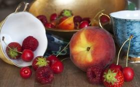 Картинка вишня, малина, стол, фон, клубника, чашки, персик