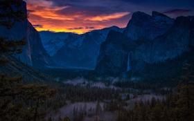 Картинка лес, небо, горы, ночь, тучи, водопад, США