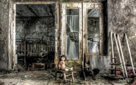Обои фон, кукла, дверь, стул