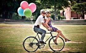 Обои девушка, велосипед, шары, парень
