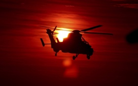 Обои закат, силуэт, вертолет