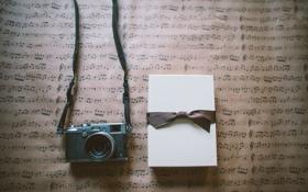 Обои подарок, фотоаппарат, лента