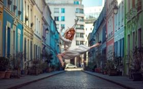 Обои город, танец, прыжок, девушка, Elisa Virgil, улица