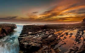 Картинка море, закат, камни, берег, залив