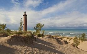 Картинка песок, море, небо, облака, берег, маяк