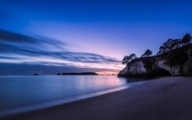 Картинка закат, облака, небо, море, скала, песок, берег