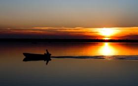 Обои закат, река, горизонт, солнце, волны, берег, след