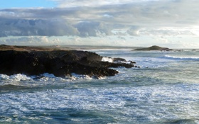 Картинка море, волны, небо, камни, берег, горизонт