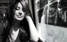 Обои девушка, мечты, улыбка, dream, электричка, закрытые глаза