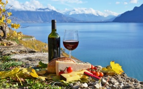 Обои облака, горы, озеро, вино, сыр, помидоры