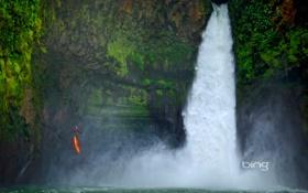 Картинка скалы, человек, водопад, каноэ