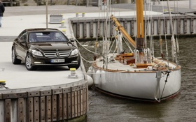 Обои вода, купе, Mercedes-Benz, яхта, причал, порт, мерседес