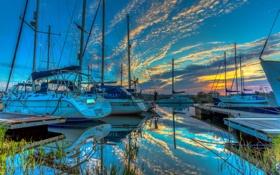 Картинка небо, вода, облака, лодка, бухта, яхта, зарево