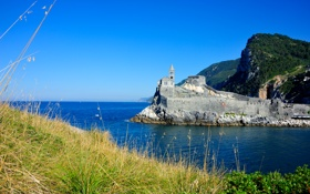 Обои море, небо, трава, горы, скалы, церковь