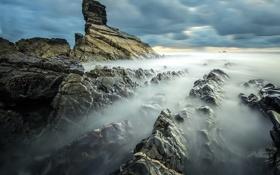 Обои море, тучи, камни, скалы, дымка