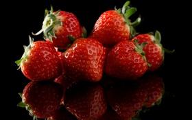 Картинка макро, отражение, ягоды, клубника
