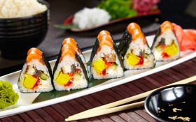 Обои суши, роллы, начинка, лосось, нори, вассаби