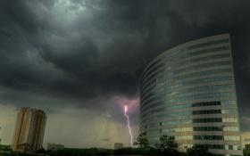 Обои город, здания, деревья, облака, молния, тучи, стихия