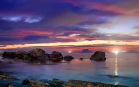 Картинка море, закат, огни, камни, залив