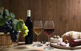 Обои виноград, корзина, черный, бокалы, орехи, колбаса, грецкие