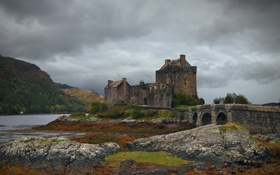 Обои дом, гроза, озеро, серые облака, замок, руины, горы