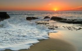 Обои море, небо, пена, закат, брызги, камни, горизонт