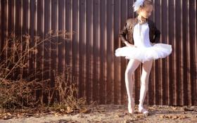 Картинка улица, забор, девочка, балерина, пачка