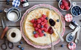Обои ягоды, малина, черника, натюрморт, блины, шпагат, ножницы