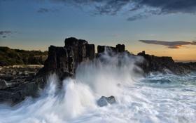 Картинка море, волны, брызги, скалы, прибой