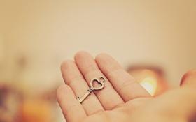 Обои рука, ключ, пальцы