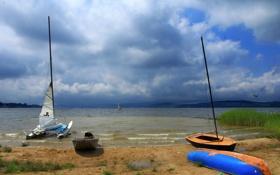 Обои песок, небо, облака, тучи, озеро, пасмурно, берег
