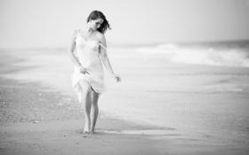 Обои пляж, девушка, ч/б, прибой, платье белое