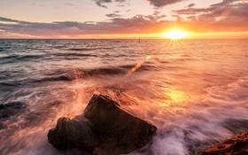 Картинка брызги, блики, солнце, камень, волны, море