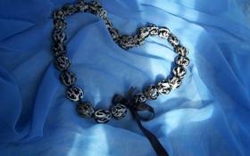 Обои камни, ожерелье, бусы, украшение, сердечко, бантик, атлас