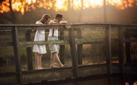 Картинка мост, мальчик, девочка