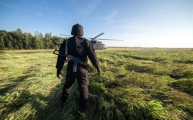 Обои поле, трава, фантастика, кадр, автомат, вертолет, шлем