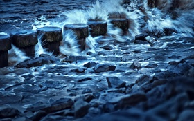 Картинка море, брызги, камни