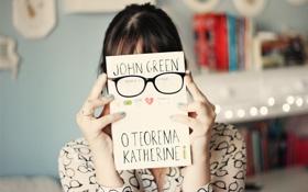 Обои девушка, фон, обои, настроения, брюнетка, очки, книга