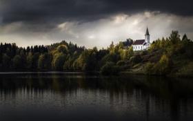 Обои деревья, озеро, отражение, буря, зеркало, церковь, серые облака