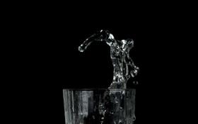 Обои вода, брызги, стакан, фон, чёрный