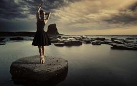 Картинка вода, девушка, поза, камень, балерина